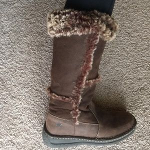 BORN boots leather boots size 7 cute! Brown